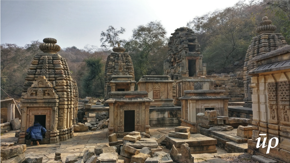 The central idol in these temples was Shivling.